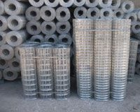 Welded wire nets for fencing